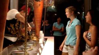 preview picture of video 'TURKISH ICE CREAM MAN AT CLARKE QUAY SINGAPORE'