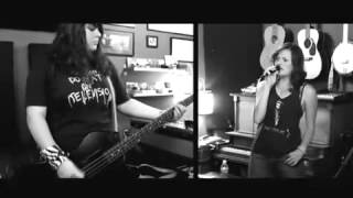 The Donnas (Groupee sessions) - Fall Behind Me