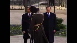 Янукович и шапка