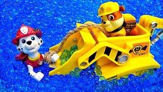 Мультик Щенячий патруль из игрушек. Достаем Маршала из пруда