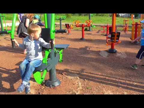 ТРЕНАЖЕРНЫЙ ЗАЛ НА УЛИЦЕ/Площадка для взрослых и детей с тренажерами/