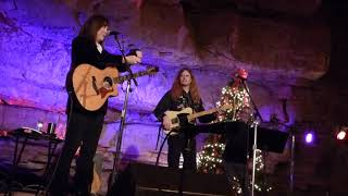 Suzy Bogguss, Two Steps 'Round The Christmas Tree (BGU)