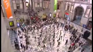 Historic flashmob in Antwerp train station do remember mi Video