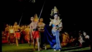 preview picture of video 'sisaket doklumduan  5/8 เทศกาลดอกลำดวนบาน'