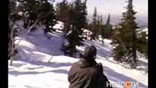 Смотреть онлайн Снежный человек вызвал истерику у очевидцев