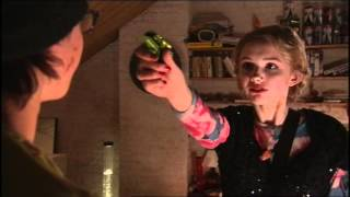 Extrait (VO) - Cassie attend Sid dans sa chambre