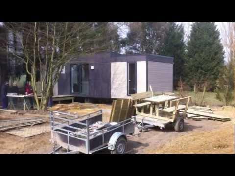 Montage d'une terrasse au camping