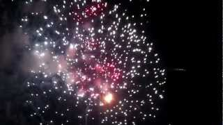 preview picture of video 'fireworks Happy new year 2013 จุดชมวิวริมแม่น้ำตาปี'