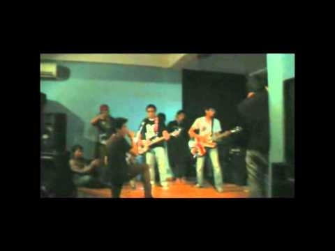 Shoouzeezs - I Just (Live @ Rossi Music Fatmawati)