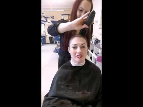 Die Masken für das Haar mit kletten- sowohl dem Kastoröl als auch den Vitaminen