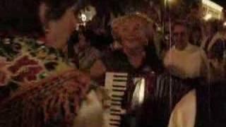 nela playing accordian in Losijn