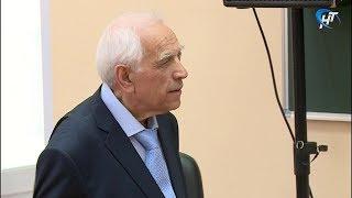 Один из старейших сотрудников НовГУ Даниял Ягизаров отмечает 90-летие