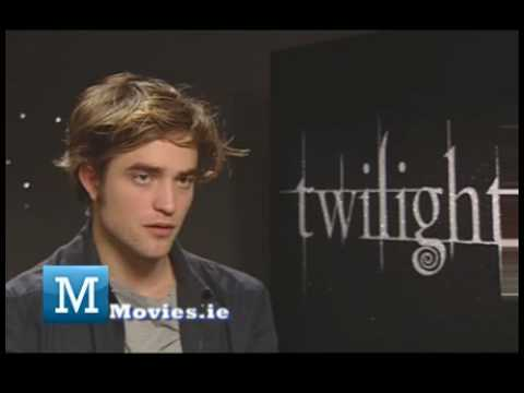 Robert Pattinson FUN Interview with TWILIGHT Breaking Dawn star Edward Cullen
