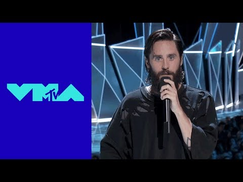 Jared Leto Pays Tribute To Linkin Park's Chester Bennington | MTV Mp3