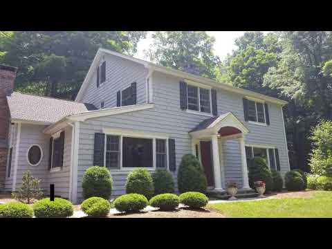 The Burr team remodeled this home in Wilton, CT with James Hardie cedarmill clapboard in Grey Slate. The homeowner was thrilled with the outcome!