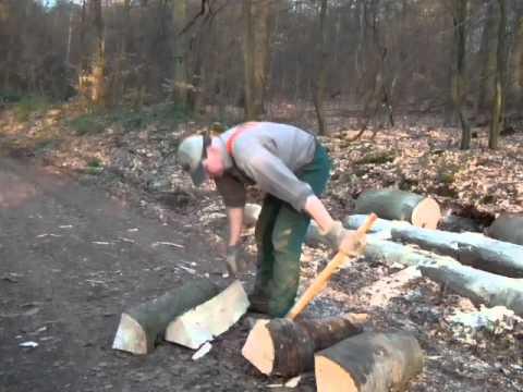 Bauernhaus Wustweiler Brennholz Meterstücke spalten mit Spalthammer