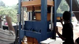 preview picture of video 'Safido interlocking brick machine 4 block MODEL SIBS  64-P  (www.mesinbata.com )'