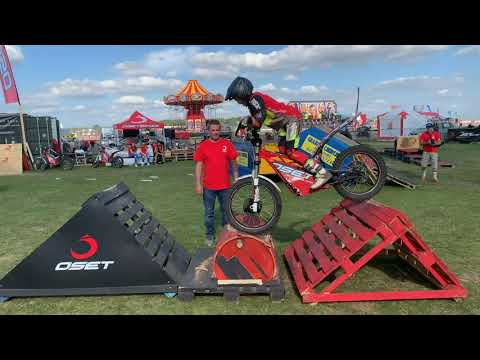 OSET - Amazing 10 year old. Electric dirt bike trials stunts!