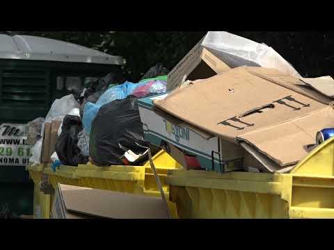 Pārpildīti šķiroto atkritumu konteineri