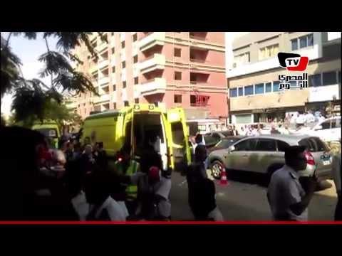 وصول سيارات الإسعاف مستشفى النزهة في انتظار النائب العام