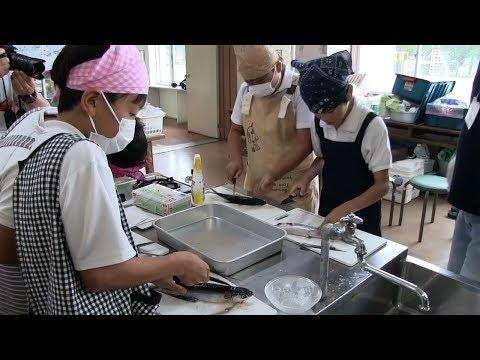 種子島の学校活動:増田小学校魚のさばき方教室・カンパチの解体・トビウオのさばき方体験・試食2019年