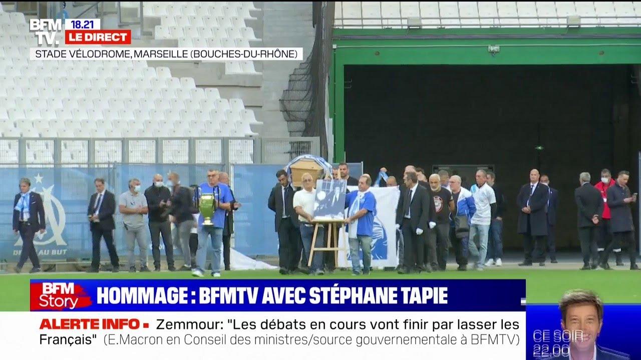 """Hommage au Vélodrome: le cercueil de Bernard Tapie entre sur la pelouse, au son de """"Jump"""""""