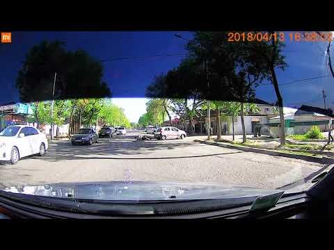 Мотоциклист врезался в автомобиль в Душанбе
