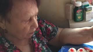 Бабушка 👵 пробует суши 🍣 первы раз в жизни