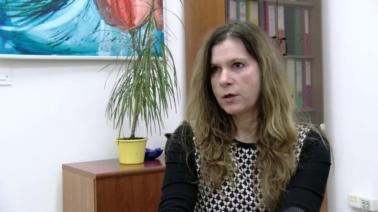 Direktorica Nataša Jan Razmislek ob strokovnem srečanju o zasvojenostih z ekrani
