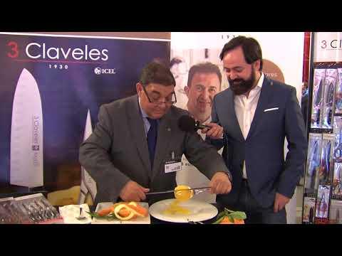 Show Mariano Castellanos Concurso Cocinero y Camarero del Año pelando naranjas cuchillo 3 Claveles