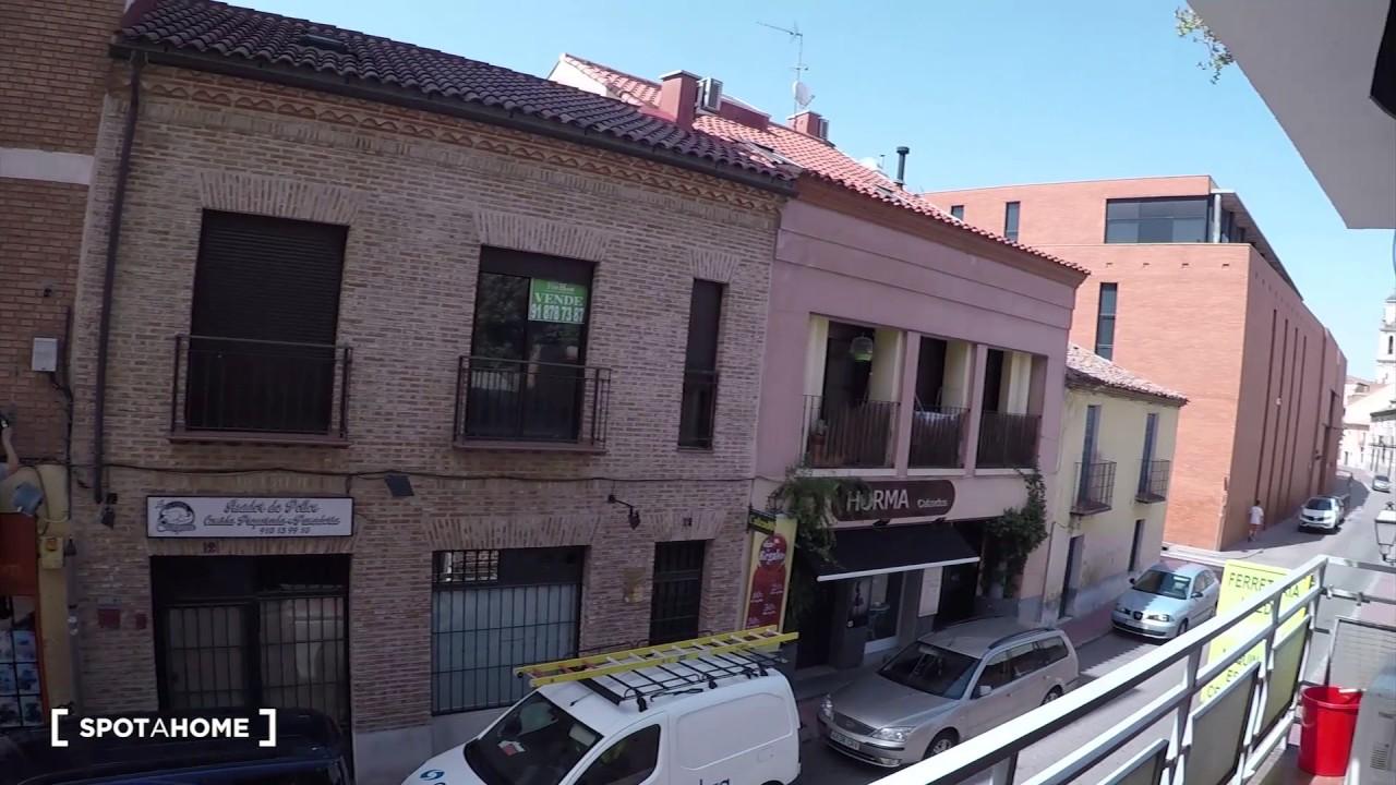 Rooms with ensuite bathroom for rent in a 3-bedroom apartment in Alcala de Henares