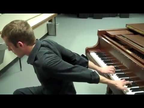 Màn trình diễn piano vừa dị vừa chất