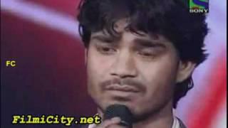 Sonu Nigam gets emotional from Visal Srivastav singing.mp4