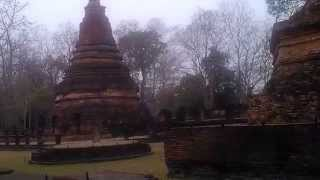 preview picture of video 'Wat Kamphaeng Phet Historical Park Thailand Video Review.10'