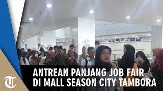 Antrean Warga yang Datangi Job Fair Mengular di Mall Season City Tambora
