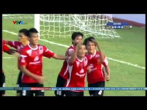 Trung vệ Trần Chí Công của ĐTLA ăn mừng như Ronaldo