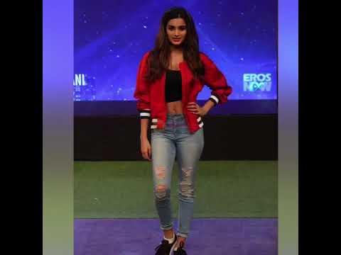 Niddhi Agerwal's Crop Top with Ripped Denim Styles