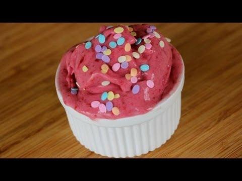 Video Easy Raspberry Ice Cream (Only 3 Ingredients)