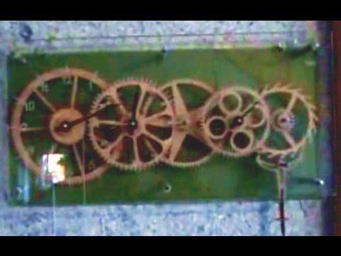 Kundenanwendung: CNC Fräsen von Holzuhren
