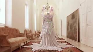 Gucci создали платье из пластика для клипа Björk