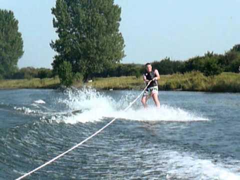 Raoul Hijl 1ste keer wakeboarden in Cuijk op de Maas 2011