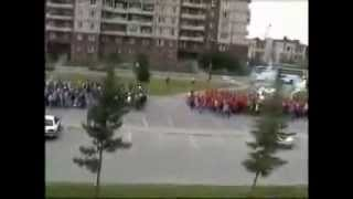 Драка фанатов Зенит vs Спартак в Питере на реке Оккервиль