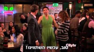 HIMYM - Ted is wearing a dress
