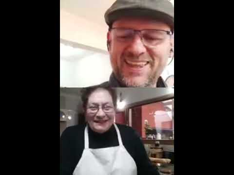 """<p>Christophe (@mundochristophe) inició el día con un cálido vivo en Instagram y Facebook con la Abuela Ledda Barreiro, referente de la filial Mar del Plata, y juntos cocinaron su pollo al vino blanco. Allí, compartieron anécdotas, emociones, recorrieron los años de lucha de Ledda junto a sus compañeras y la historia de migración de Christophe. """"Este día es un antes y un después de mi vida en la Argentina"""", expresó el cocinero francés minutos más tarde, entrevistado por su colega Narda Lepes.&nbsp;&nbsp;</p>"""
