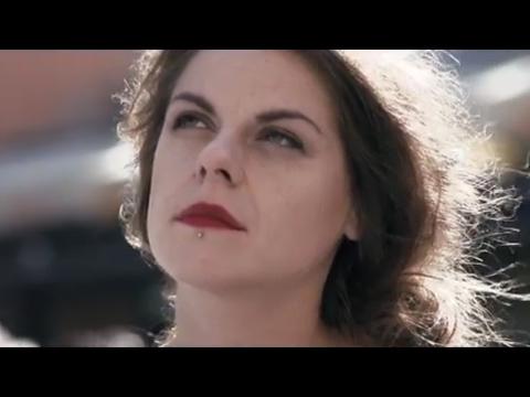 Laura a její tygři - Davy lidí (oficiální videoklip 2017)