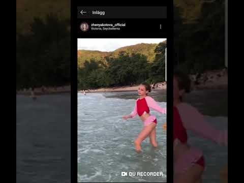 Zhenya Kotova dancing in the water