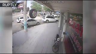 Прицельный удар: в Турции колесо от машины влетело в посетителей аптеки