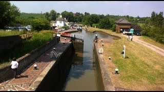 preview picture of video 'The Three Locks on the Grand Union Canal'