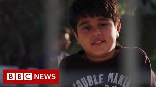 Lesbos: Dzieci-migranci śpią w kojcach w porcie Mytilene – BBC News – wiadomosci w j.angielskim