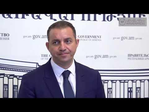 Կառավարության անդամները պատասխանում են լրագրողների հարցերին